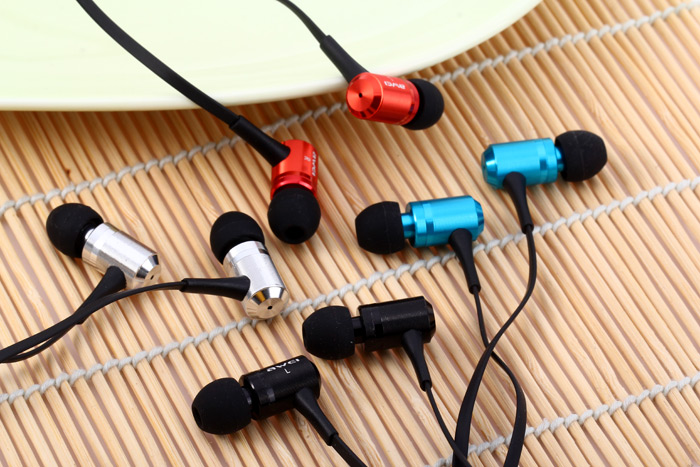 Awei ES100i Super Bass In-ear Earphone with 1.2m Cable Mic for Smartphone Tablet PC
