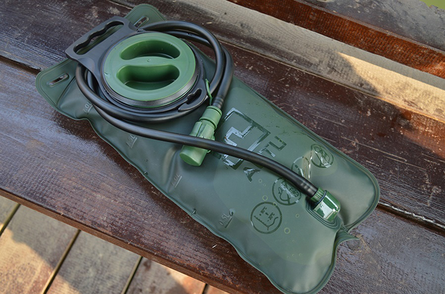 Aotu AT6602 2L Big Mouth TPU Water Bag with 100cm Pipe for Outdoor Camping / Riding