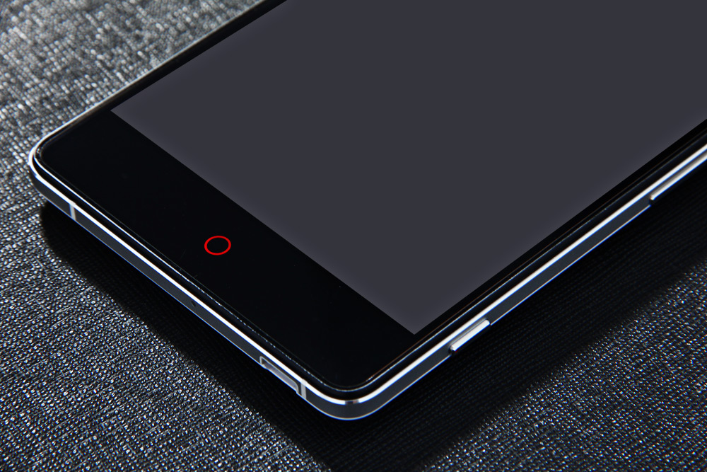 5.5 inch ZTE Nubia Z7 Android 4.4 Phablet with Snapdragon 801 Quad Core 2.5GHz 2K Screen 3GB RAM 32GB ROM NFC