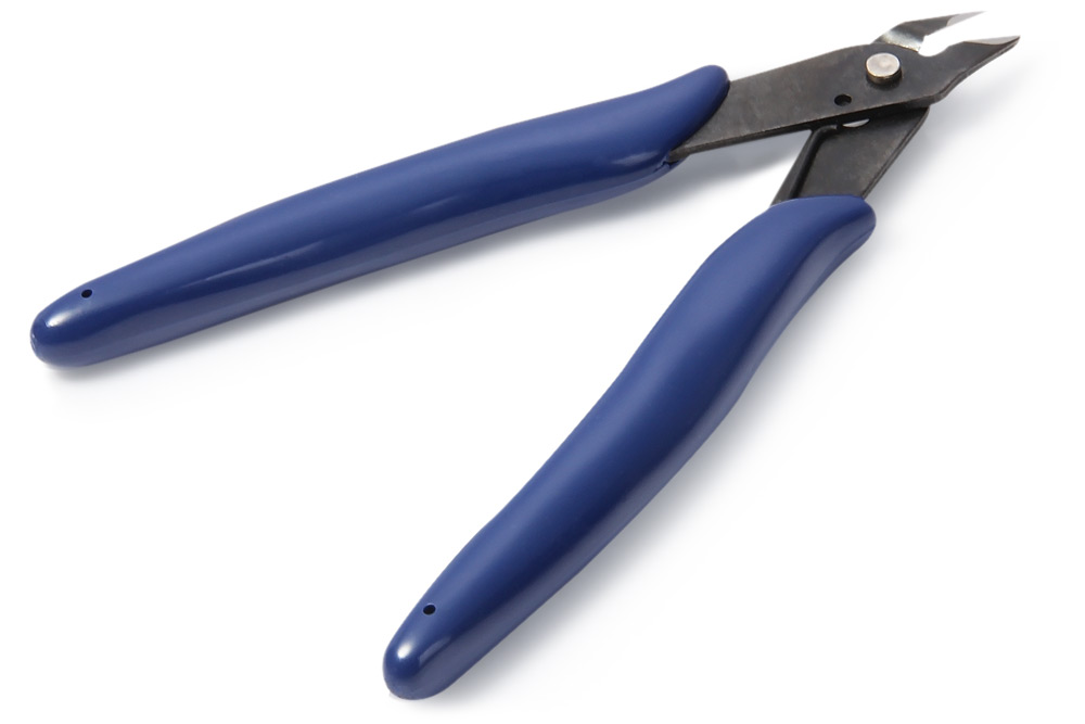 Midget Diagonal Plier with Extra Narrow Jaws