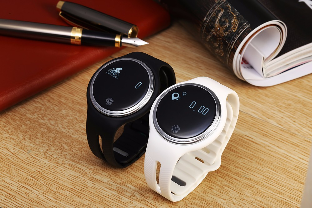 E07 Smart Watch Bracelet Bluetooth 4.0 Anti-lost IP67 Water Resistance Pedometer Call Reminder Answering Phone Remote Capture Sleep Monitor Sport Wristband