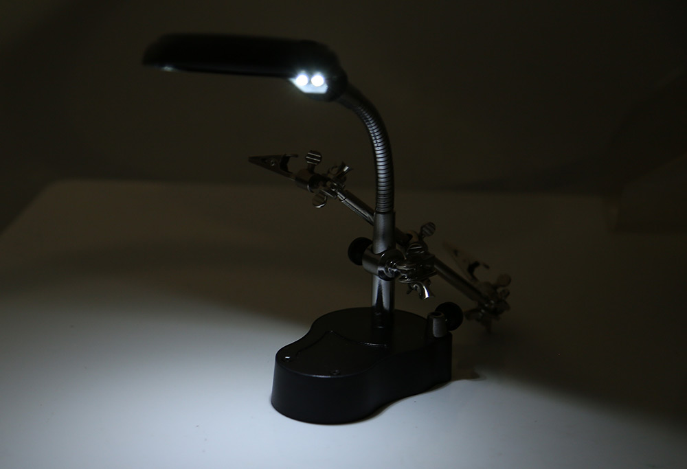 3.5X 12X Magnification Helping Hand Magnifier Station with 2 Auxiliary 2 LED Light