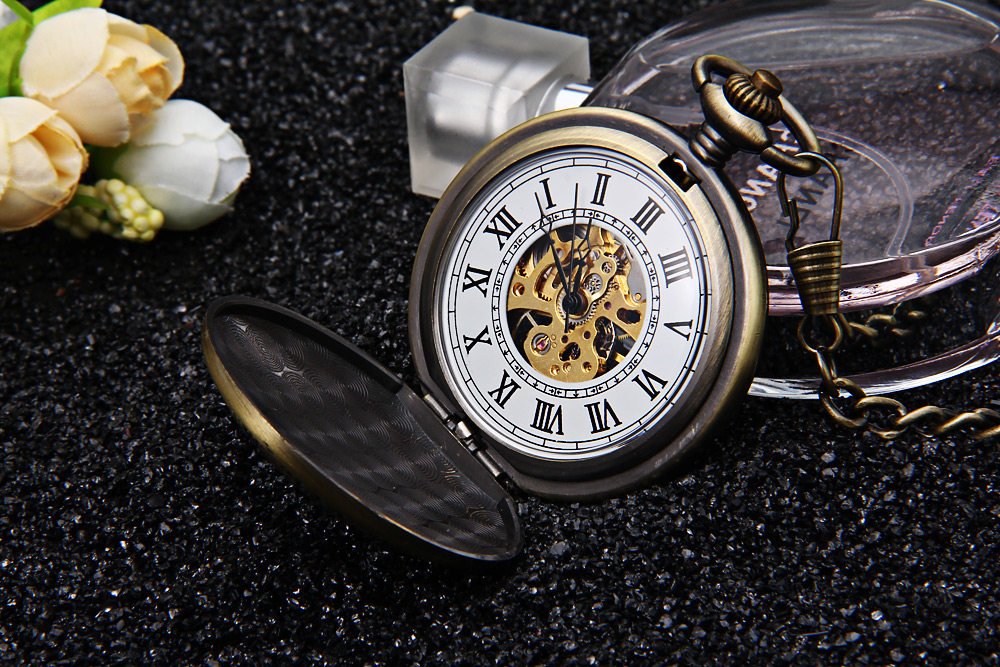 Retro Mechanical Hand Wind Pocket Watch Dragon and Phoenix Pattern Roman Numerals Display Wristwatch