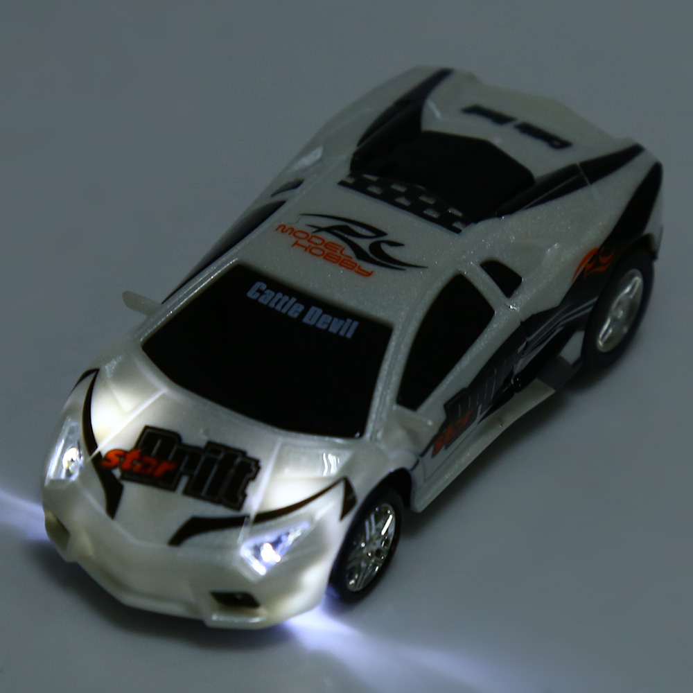 GREAT WALL TOYS 2221 Poker 2.4G Racing Car 1 : 67 Scale Remote Control Toy