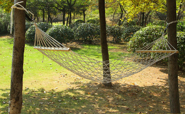 AOTU AT6720 1 Person Cotton Mesh Hammock with Spreader Bar for Outdoor Camping