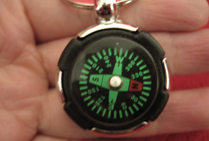 AOTU AT7624 Tyre Shaped Compass Keychain Decoration