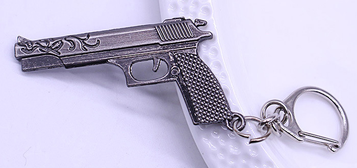 Key Chain Rifle Pistol Hanging Pendant Metal Keyring Online Military Game Toy for Bag Decoration