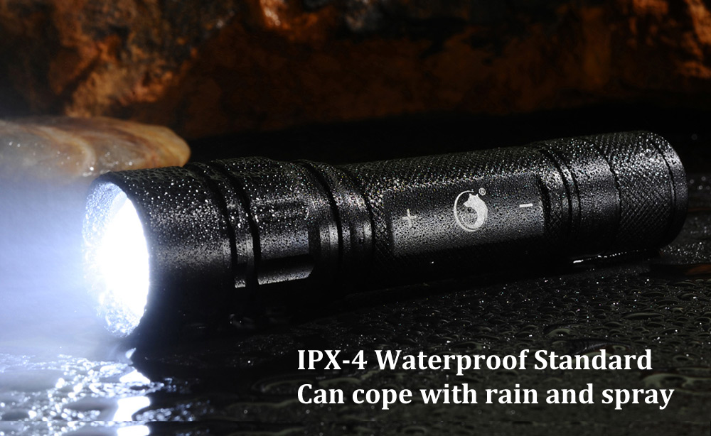 UKing ZQ - G008 CREE XPE Q5 800Lm Zoomable Compact LED Flashlight
