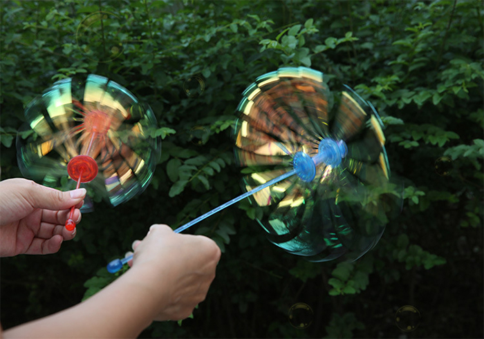 Magical 360 Degree Rotary Rod Shaking Stick Toy Amazing Bubble Maker