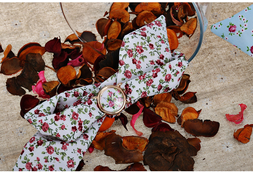 Fashion Floral Pattern Dial Women Quartz Watch Cloth Strap Wristwatch