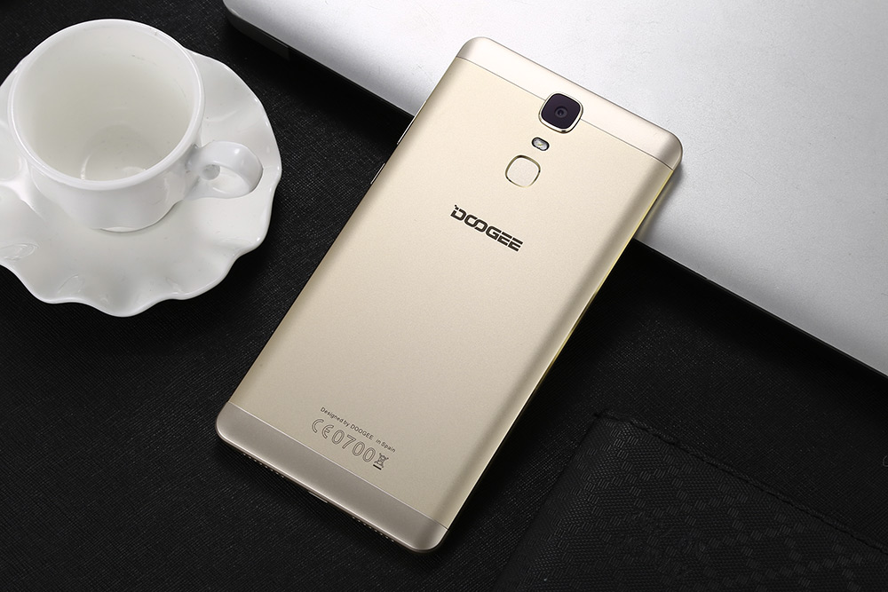 DOOGEE Y6 Max 3D 6.5 inch Android 6.0 4G Phablet MTK6750 Octa Core 1.5GHz 3GB RAM 32GB ROM Fingerprint Scanner 5.0MP + 13.0MP Cameras