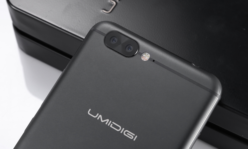 UMIDIGI Z Pro 4G Phablet Android 6.0 5.5 inch Helio X27 Deca Core 2.6GHz 4GB RAM 32GB ROM 13.0MP Dual Rear Cameras Fingerprint Scanner